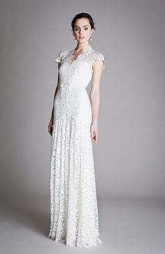 Robe de mariée longue en guipure #TemperleyLondon