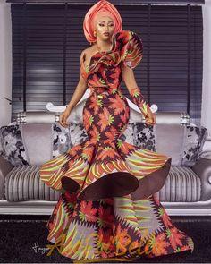 afrikanische frauen Ankara gowns are beautiful and we've got more than enough ankara long gown styles you'll love in this post. Ankara Long Gown Styles, Lace Gown Styles, Ankara Gowns, African Lace Dresses, Latest African Fashion Dresses, African Print Fashion, Latest Fashion, Latest African Styles, Latest Ankara