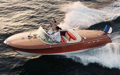 Notice how this Riva runabout doesn't have the white ribs spacing the deck boards like most wooden boats of this style? Wooden Speed Boats, Wood Boats, Plywood Boat Plans, Wooden Boat Plans, Yacht Boat, Boat Dock, Sailing Boat, Jon Boat, Riva Boot