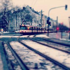Einmal mitten durch die Stadt, bitte. by bilkorama, via Flickr