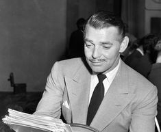 """vintagegif-hottub: """"From The Album """"Old Hollywood Unguarded Moments"""": Clark Gable reading… """" Old Hollywood Stars, Hollywood Actor, Classic Hollywood, Roy Scheider, I Still Love Him, Popular Actresses, Carole Lombard, Clark Gable, Movies"""