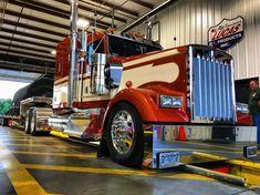 Big Rig Trucks, Dump Trucks, Cool Trucks, Chevy Trucks, Freightliner Trucks, Peterbilt 379, Custom Big Rigs, Custom Trucks, Heavy Construction Equipment