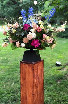 Atelier Dual Bucharest #atelierdual #pillars #flower #weddingceremony Wooden Pillars, Bucharest, Floral Wedding, Wedding Ceremony, Table Decorations, Outdoor Decor, Flowers, Home Decor, Atelier