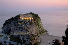 Former monastery in Vibo Valentia, Calabria, Italy Tropea Italy, Calabria Italy, Santa Maria, Monuments, Oh The Places You'll Go, Places To Visit, Wanderlust, Southern Italy, Kirchen