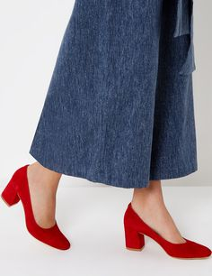 best website cce42 8fc81 Red Suede Maryam Pumps