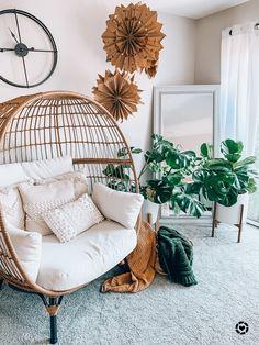 Bohemian Bedroom Decor, Boho Living Room, Living Room Chairs, Living Spaces, Living Rooms, Hangout Room, Piano Room, Cool Chairs, Baskets On Wall