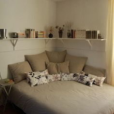 Comfy Minimalist Bedroom Decor Ideas Small Rooms - All About Decoration Bedroom Decor For Small Rooms, Small Apartment Bedrooms, Small Bedroom Designs, Apartment Bedroom Decor, Small Room Design, Room Design Bedroom, Stylish Bedroom, Couples Apartment, Decorating Small Bedrooms