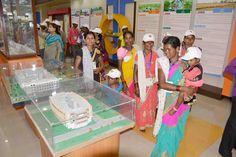 इंदिरा गांधी कृषि विश्वविद्यालय पहुंचे कांकेर एवं कोंडागांव, दंतेवाड़ा जिलों के सुदूर ग्राम पंचायतों से आए पंच-सरपंचों ने संग्रहालय का अवलोकन किया। यहां विविध प्रकार के कृषि यंत्र, फलों से तैयार किए गए खाद्य उत्पाद एवं खेती-किसानी की आधुनिक तकनीक जानने का मौका मिला। प्रतिनिधियों ने यहां पशुपालन के बारे में जाना. गौ-पालन, कुक्कुट पालन मत्स्य पालन से कैसे रोजगार पा सकते हैं