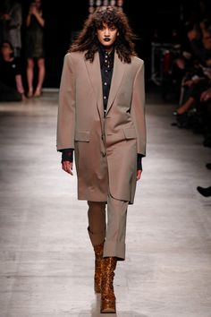 Andreas Kronthaler for Vivienne Westwood Fall 2016 Ready-to-Wear Fashion Show - Hadassa Lima Daks (METROPOLITAN)