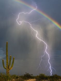 Rainbow And Lightning Photo Captures Awesome Beauty In One Shot ...Aug'15...Tucson AZ