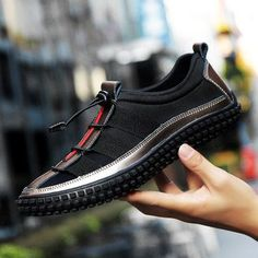 Men's Leather Splicing Light Sneakers Bungee Closure Casual Shoes