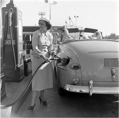 A woman pumps her own gasoline at a Gilmore service station near the Farmer's Market in Los Angeles (ca. Old Gas Pumps, Vintage Gas Pumps, Pictures Of Gases, Vintage Cars, Vintage Photos, Antique Photos, Pompe A Essence, Gas Service, Old Gas Stations