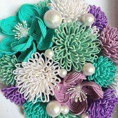 洒落水引とコットンパールのヘッドドレス Beaded Flowers, Diy Flowers, Diy Arts And Crafts, Diy Crafts, Kawaii Accessories, Wire Art, Quilling, Knots, Christmas Wreaths