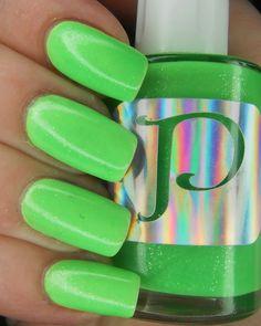 SpecialGirl Nails: PolishMeToGo - Luna Verde (aka I finally hacked my camera!)