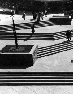 Patio interior escalonado, Mercado Libertad, calz Javier Mina 52, San Juan de Dios, Guadalajara, Jalisco, México 1958-1960  Arq. Alejandro Zohn  Foto. Alejandro Zohn -   Stepped inner courtyard, Mercado Libertad, calz Javier Mina 52, San Juan de Dios, Guadalajara, Jalisco, Mexico 1958-1960