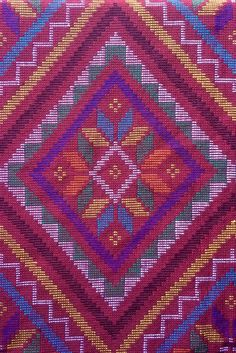 Yakan tribal weaving in Zamboanga city, Philippines. Cultura Filipina, Textile Art, Textile Design, Regions Of The Philippines, Philippines Culture, Zamboanga City, Filipino Tribal, Filipino Art, Filipino Tattoos