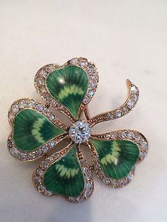 ANTIQUE 14k YELLOW GOLD DIAMOND AND GREEN ENAMEL FOUR LEAF CLOVER BROOCH.