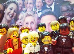 """""""If only Bradley's LEGO arm was longer"""" """"Si seulement le bras LEGO de Bradley était plus long"""" #Selfie #Oscars #LEGO"""