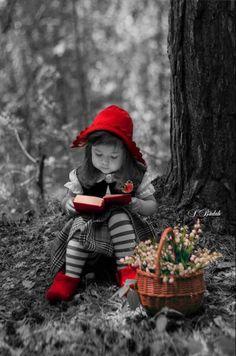 kırmızı başlıķlı, kırmızı terlikli kız kitabı, çiçekleri ve harika fotoğrafçısıyla ormanda