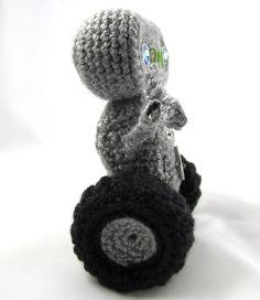 Cuddly Robot Crochet Pattern | Squirrel Picnic.  FREE PATTERN 12/14.