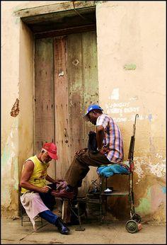 Limpia zapatos en Trinidad  Cuba