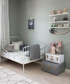 Love this beautiful child's room! String Pocket shelf available online. #nursery #nurserydecor #nurseryart #nurseryideas #kidsroom #neutral #design #babyroom #nordic #nordicinspiration #nordicdesign #minimal #minimalism