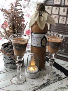 Smetanu dáme do kastrolku s hřebíčkem, badyánem a mletou skořicí. Přivedeme k varu a vaříme a mícháme cca 5 minut. Necháme mírně zchladnout, občas pro... Sweet Cooking, Cocktails, Drinks, Christmas Time, Smoothies, Goodies, Food And Drink, Alcohol, Homemade