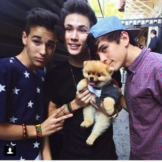 Jacob Whitesides,Carter Reynolds,Hayes Grier and a cute lil puppy! OMG!!