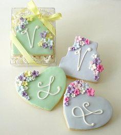 Galletas - Cookies - Floral Cake and Heart cookies Fancy Cookies, Valentine Cookies, Iced Cookies, Cute Cookies, Royal Icing Cookies, Yummy Cookies, Cupcake Cookies, Sugar Cookies, Heart Cookies