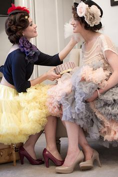 Keep the retro theme going! Female Led Marriage, Petticoats, Glamour Photography, Vintage Style Dresses, Dory, Frocks, Dress Up, Tulle, Vintage Fashion