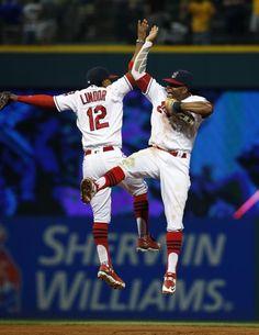 Los jugadores de los Cleveland Indians celebran el 5-4 ante los Minnesota Twins.