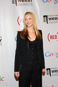 Our host, Lisa Kudrow, looks ready for business.