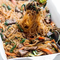 Looking for a simple beef lo mein recipe that is better than any you get from take out? Love beef lo mein as much as me, you need this recipe Korean Recipes, New Recipes, Low Carb Recipes, Lasagna Ingredients, Cooking Ingredients, Strawberry Roll Cake, Strawberry Scones, Lo Main Recipe, Beef Lo Mein Recipe