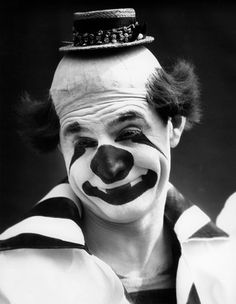 1930s CLOWN IN CLASSIC...