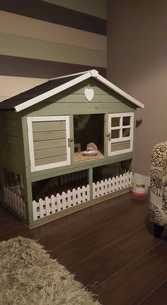 I like the cage it has a lot of room but if I would make it it wouldn't have a bottom area. Diy Guinea Pig Cage, Guinea Pig Hutch, Guinea Pig House, Bunny Hutch, Cages For Guinea Pigs, Bunny Cages, Rabbit Cages, House Rabbit, Pet Rabbit
