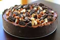 Vrei sa pregatesti un tort pentru ocazii speciale? Acest tort fara coacere cu biscuiti oreo, ciocolata si nutella este alegerea perfecta...