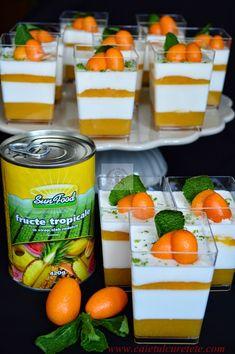 Panna cotta cu jeleu de fructe tropicale - CAIETUL CU RETETE Crack Chicken, Cantaloupe, Panna Cotta, Baking, Fruit, Desserts, Food, Tropical, Tailgate Desserts