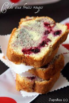 Cake aux fruits rouges léger comme la neige : la recette facile