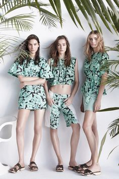 Like the plants just entering shot. Need to be blue Lookbook de Zara de Primavera Verano 2014
