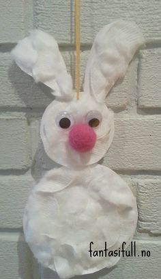 Noen venter spent på påskeharen, så dekorasjoner blir laget i fleng. Hva: Vi lager dekorasjoner til påske av papir og bomull. Utstyr: Papir/papp, saks, lim, blyant, evt to sirkelformer i ulike stø...