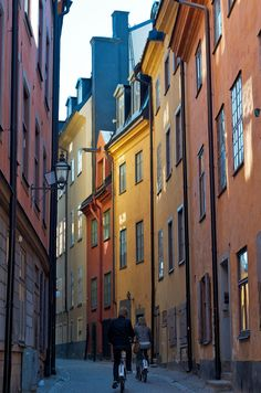 Prästgatan Gamla Stan, Stockholm, Sweden cant wait summer of 14 Oh The Places You'll Go, Great Places, Places To Travel, Beautiful Places, Places To Visit, Vans Vw, Kingdom Of Sweden, Visit Sweden, Scandinavian Countries