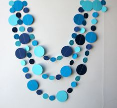Mermaid party decoration, Mermaid Birthday decorations, Mermaid bubbles garland, Mint, blue, aqua, turquoise, teal & white, Paper garland   Looks great on or around your table, hanging as a courtain on the wall, the door, the window, the shelves... or hung them with tape from the ceiling! With the required security cautions you can hang them from lamps and make a beautiful circles cascade.  An inexpensive way to decorate!  ★ MEASUREMENTS Price per strand of the length of your chose. Please…