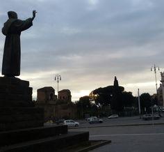 Roma tra sacro e profano: visioni celestiali e odore di libri