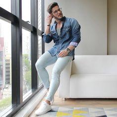 O @rodrigoperek ficou ainda mais estiloso vestindo nosso look casual. #lookfascynios #modamasculina #modajovem #fashion #moda #camisariafascynios #estilo #looks #lookdodia #lookmasculino #photooftheday #modaparaeles #camisas #model #modelo #ootd #blessed #lifestyle #photoshoot