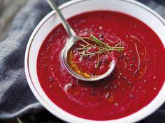 Découvrez la recette Soupe de betterave rouge polonaise sur cuisineactuelle.fr.