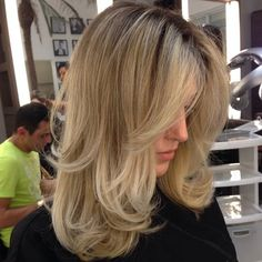 Long highlighted hair with wispy long layers Blonde Layered Hair, Brown Blonde Hair, Long Wavy Hair, Long Layer Hair, Long Highlighted Hair, Blonde Layers, Medium Layered Hair, Medium Blonde, Long Layered