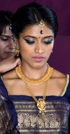 Traditional Southern Indian, Coogri bride wearing bridal silk saree, jewellery and hairstyle. #IndianBridalMakeup #IndianBridalFashion #IndianBride #IndianWedding #WeddingPlanner #Mysore #India #LalithMahalPalace
