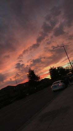 Pretty Sky, Beautiful Sky, Beautiful Landscapes, Sunset Wallpaper, Tumblr Wallpaper, Aesthetic Backgrounds, Aesthetic Wallpapers, Night Aesthetic, Look At The Sky