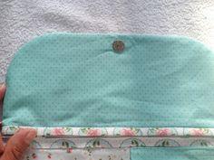 Acompanhe o passo à passo de como fazer um Kit de Higiene Pessoal em tecido. Tutorial Diy, Learn To Sew, Continental Wallet, Coin Purse, Sewing, Crafts, Paris, Youtube, Sewing Techniques