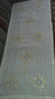 Hardanger Embroidery, Hand Embroidery, Hanger, Tablecloths, Knitting And Crocheting, Diy And Crafts, Tricot, Sewing Stitches, Color